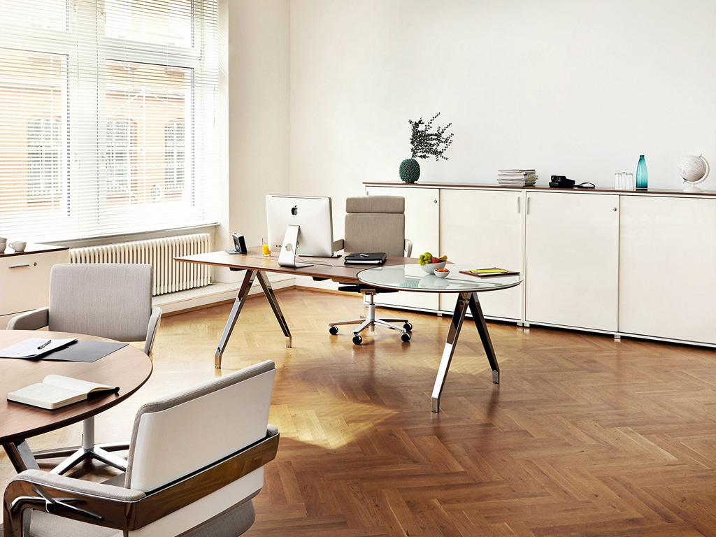 König Neurath Chefzimmer Management Möbel Table.M mit A-Fuß