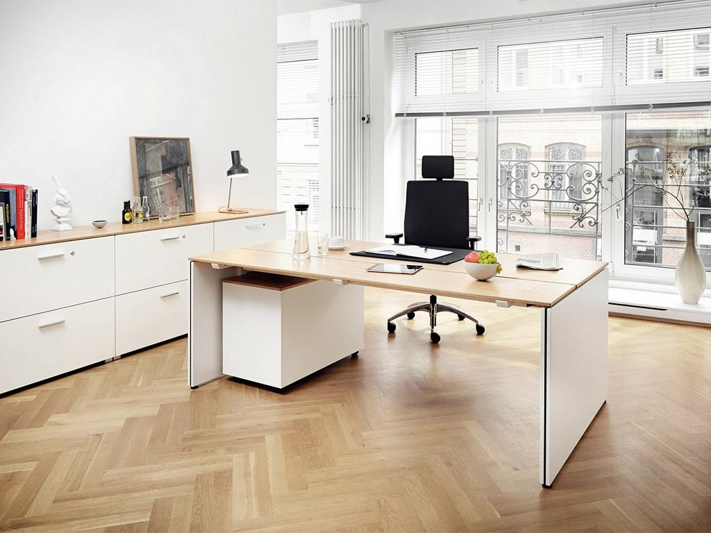 König Neurath Chefzimmer Management Möbel Table.M mit Wange